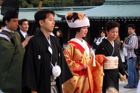 日本为何允许女孩16岁结婚?