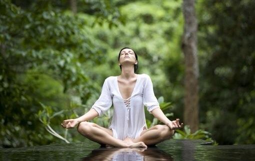 坐班族必看:6步办公室瑜伽让你消除疲劳