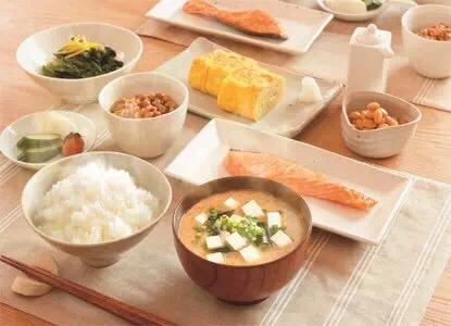 日本人吃饭用碗多为什么