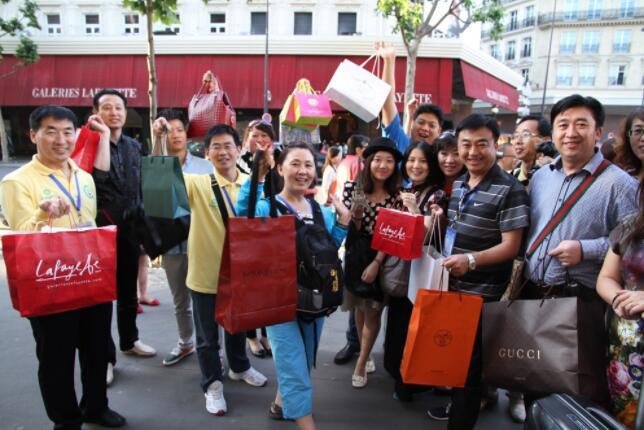 不是中国人没素质,而是有些人没教养