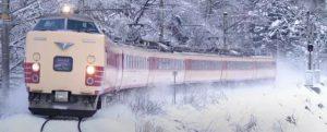 本来还在打电话的日本人一上地铁,为什么突然就没声了……