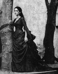 27年只做宫廷服饰的她,斩获了两次奥斯卡!