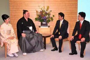 为什么日本相扑选手那么胖,但是老婆都这么美?