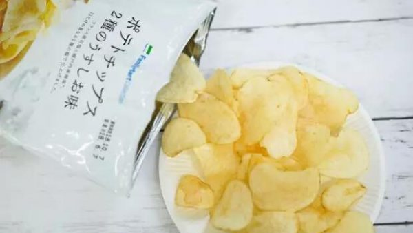 想在日本吃到与众不同的零食,那就请尝一尝日本三大便利店的原创零食吧。